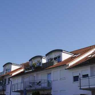 Ihr neues Zuhause: ansprechende 2-Zimmer-Dachgeschoss-Wohnung mit Blick in die Ferne