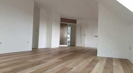 große, renovierte und helle Dachgeschosswohnung mit Loggia und Garage in Wildeshausen