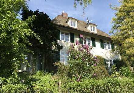 FREIBURG-GÜNTERSTAL: Sonnige 30er-Jahre-Villa mit großem Garten in bester Lage