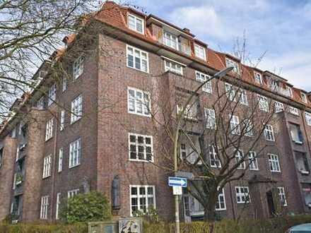Hochwertig sanierte 3,5-Zimmer-Altbauwohnung mit Balkon und großer Wohnküche