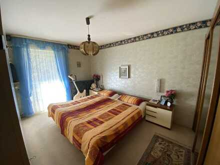 Sehr ruhig gelegene Wohnung mit zwei Balkonen und viel Potential