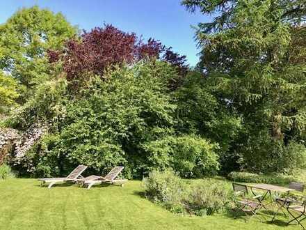 Dinslaken-Eppinghoven: Freistehendes Einfamilienhaus mit großem Garten, ruhig, direkt am Rotbach