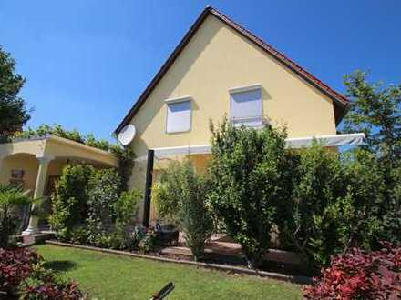 ** Wunderschönes Einfamilienhaus mit Garten und Garage**