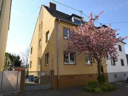 Rarität in rheinnaher Lage - Modernisierungsbedürftiges Mehrfamilienhaus in Beuel