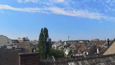 Großzügige Dachgeschoßwohnung auf zwei Ebenen mit Dachterrasse im beliebten Stadtteil Pempelfort