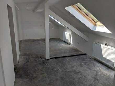 Komplett sanierte Wohnung erwartet solventen Mieter