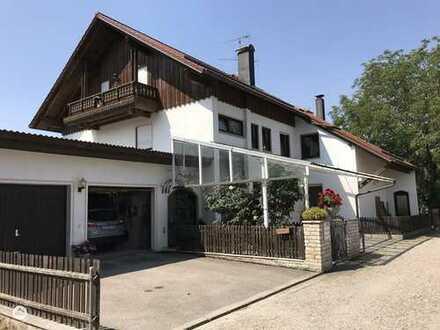 Erdgeschosswohnung 112 qm, tolle Ausstattung, 2 Carports, Privatgarten, Einbauküche, Kachelofen...