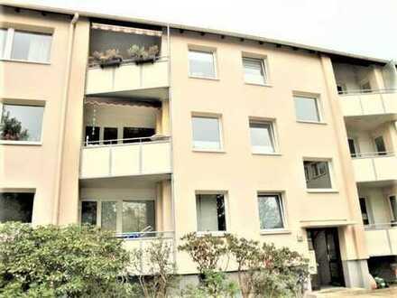 Schwachhausen! Gepflegte 4 Zimmerwohnung mit Einbauküche und Loggia!