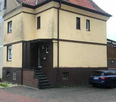 Stattliches Doppelhaus mit schönem Garten