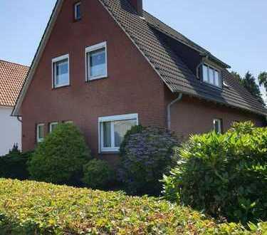 Erstbezug nach Sanierung mit Balkon: freundliche 3,5-Zimmer-Oberwohnung in Oldenburg (Bilder folgen)
