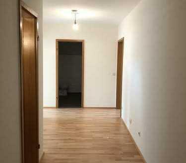 Erstbezug nach Sanierung mit Balkon: 3,5-Zimmer-Hochparterre-Wohnung in Bad Waldsee-Frauenberg