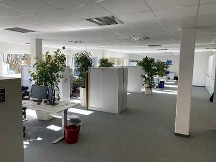 2.380 m² Büro-/Schulungsräume, 65 Parkplätze