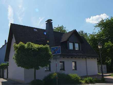Erstbezug! Freistehendes Einfamilienhaus mit Garage, Garten & Terrasse - grundlegend modernisiert!