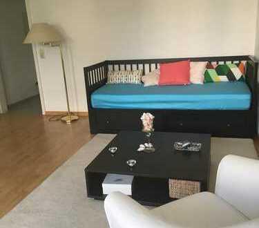 Voll-möblierte Wohnung mit zwei Zimmern sowie Balkon und EBK in Milbertshofen, München