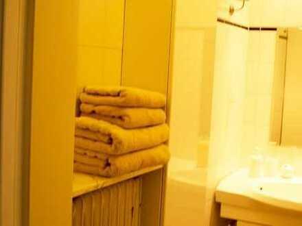 Dachgeschoss (2,5 Zimmer + eigenes Badezimmer) in HH/Reinbek