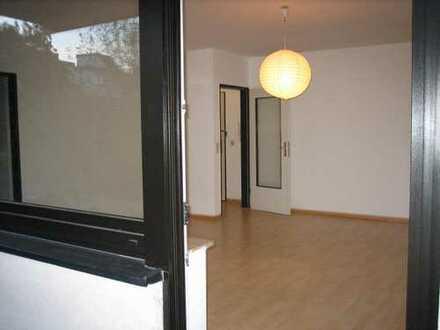 1-Zimmer-Hochparterre-Wohnung mit Balkon und EBK, Wiesbaden-Schierstein - von privat