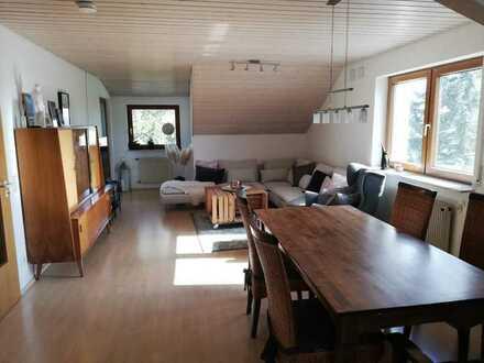 Gepflegte 4-Raum-Dachgeschosswohnung mit großem Balkon und Einbauküche in Herrenberg-Mönchberg