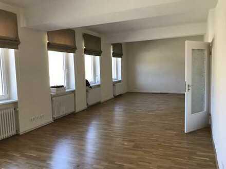 Hochwertig sanierte 3,5-Zimmer-Wohnung mit Einbauküche in Braunschweig