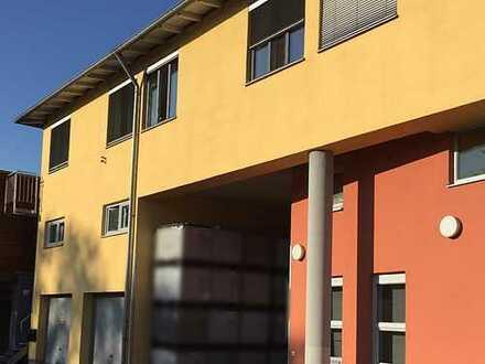 vielseitig nutzbare Gewerbehalle in Königsbrunn Süd 359qm