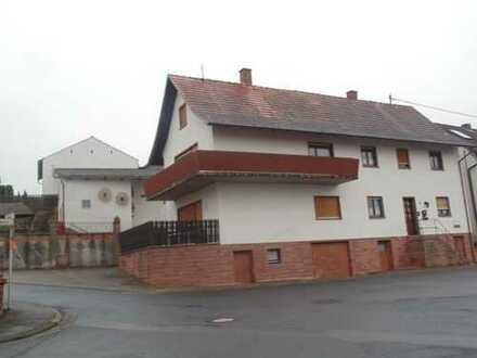 Einfamiilienhaus mit Nebengebäude sucht neuen Eigentümer!