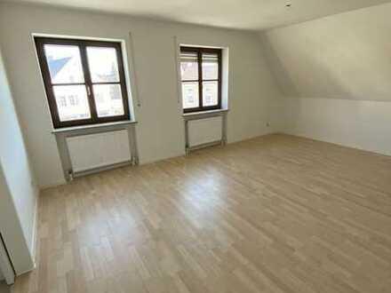 Teilrenovierte helle 2-ZKB-Wohnung (mit Balkon) zu vermieten ab sofort