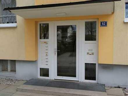 3-Zimmerwohnung, Küche (leer), Bad/Fenster, Balkon