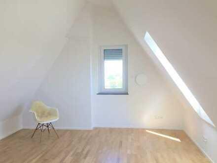 Über den Dächern Augsburgs: 2-Zimmer-Galerie-Wohnung