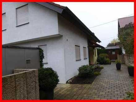 Doppelhaushälfte mit Terrasse, Garten und Garage!
