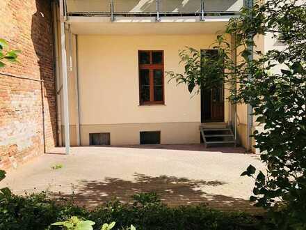 Sonnige 4-Raumwohnung im Erdgeschoss mit riesiger Terrasse - Stellplatz möglich!!