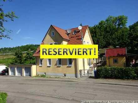 RESERVIERT! Freistehendes Ein- bis Zweifamilienhaus mit vielseitig nutzbarem Grundstück