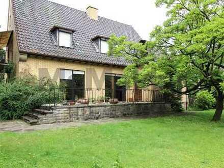 Ideal für Familien! Großzügiges EFH mit großem Gartengrundstück und Balkon!