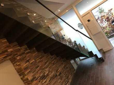 Vollständig renovierte 4-Raum-Loft-Wohnung mit Balkon und Einbauküche in Güglingen