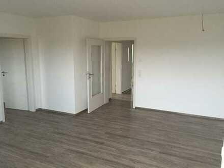 Neuwertige 3-Zimmer-Wohnung mit Balkon und EBK in Neustadt an der Aisch