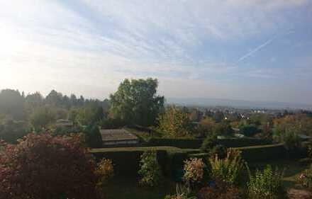 Wunderschöne Aussicht. Großzügige und neuwertige 2-Zimmer-DG-Wohnung mit Balkon und EBK in Einbeck
