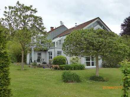 Freistehendes Einfamilienhaus mit großzügigem, nicht einsehbarem Grundstück