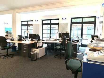 Großraumbüro in modernem, stylischem Ambiente