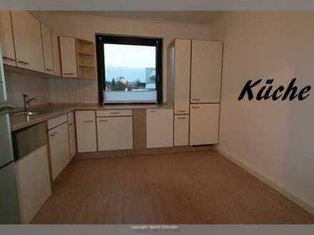 Vollständig renovierte 3-Zimmer-Wohnung mit Balkon, großer Terrasse und EBK in Hameln