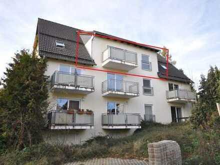 Helle 2-Raum Wohnung mit Balkon, PKW Stellplatz und Laminatfußboden