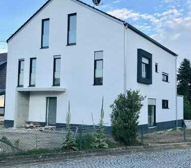 Wunderschöne 3-Zimmer-Neubauwohnung mit großem Balkon & Blick ins Grüne