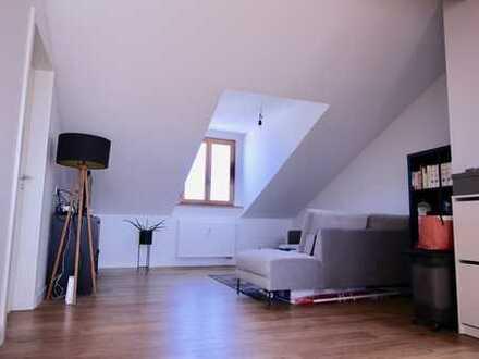 2 Zimmerwohnung Stilaltbau mit Balkon und Skylineblick in Offenbach/M zentrale Lage