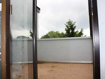 Schöne, helle DG-Wohnung mit Balkon