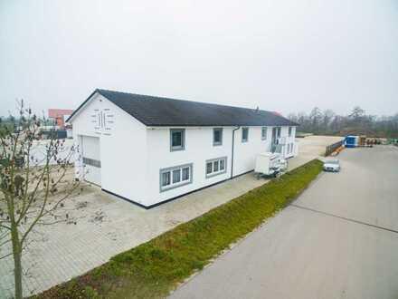 Gewerbetreibende aufgepasst: Halle mit Doppelhaus an der A92!