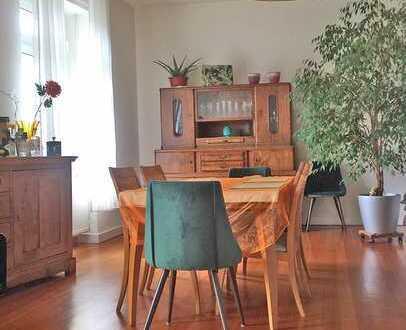 6334 - 4-Zimmer Altbauwohnung mit zwei Balkonen in der Weststadt!
