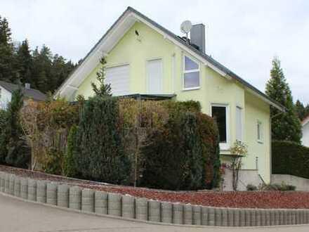 Schönes, geräumiges Haus mit sechs Zimmern in Zollernalbkreis, Burladingen. Doppelgarage.