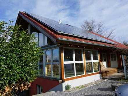ARNOLD-IMMOBILIEN: Für Individualisten - Tolles Holzhaus mit Ausblick