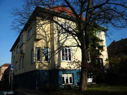 Uninähe: zentral gelegenes Zimmer in Wohngemeinschaft
