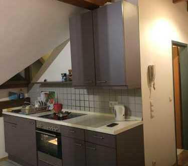Gepflegte 2-Zimmer-Dachgeschosswohnung mit Balkon und Einbauküche in Wellheim