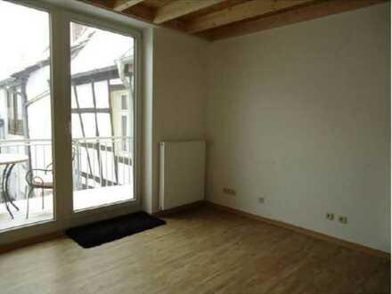 Neuwertige 2,5-Zimmer-Wohnung mit Balkon und Einbauküche in Kirchheimbolanden