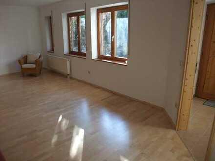 Gepflegte 2-Zimmer-Wohnung mit Terrasse und EBK in Hösbach