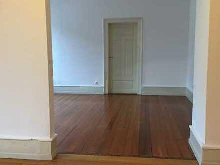 sehr schöne Gepflegte 5-Zimmer-Wohnung in Karlsruhe